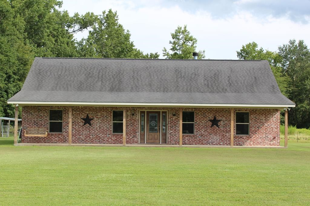 RANCH HOUSE FOR SALE IN ELKHART TEXAS