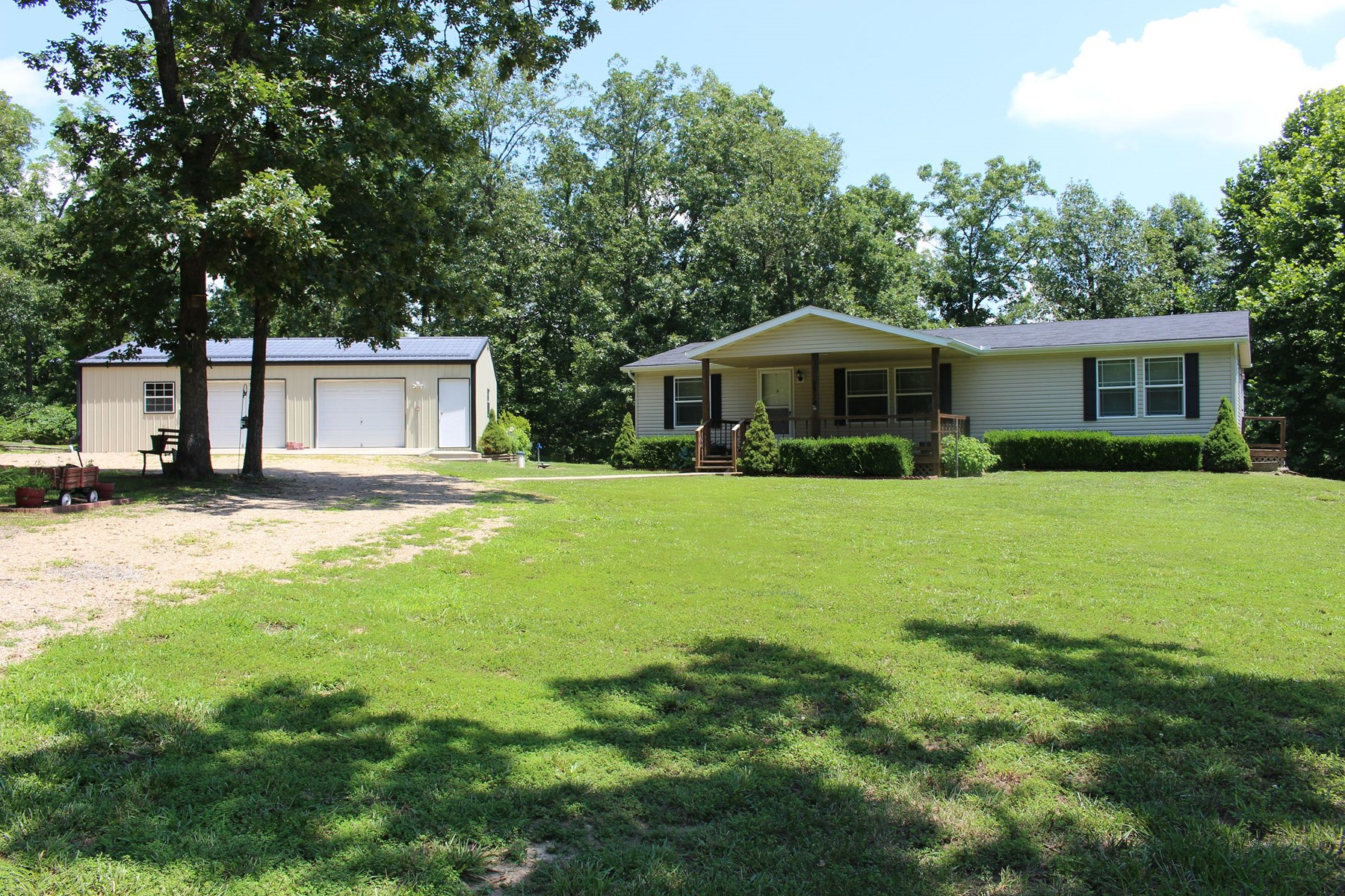 3 BR Country Home w/ Lake Access & 2 Car Garage on Blacktop