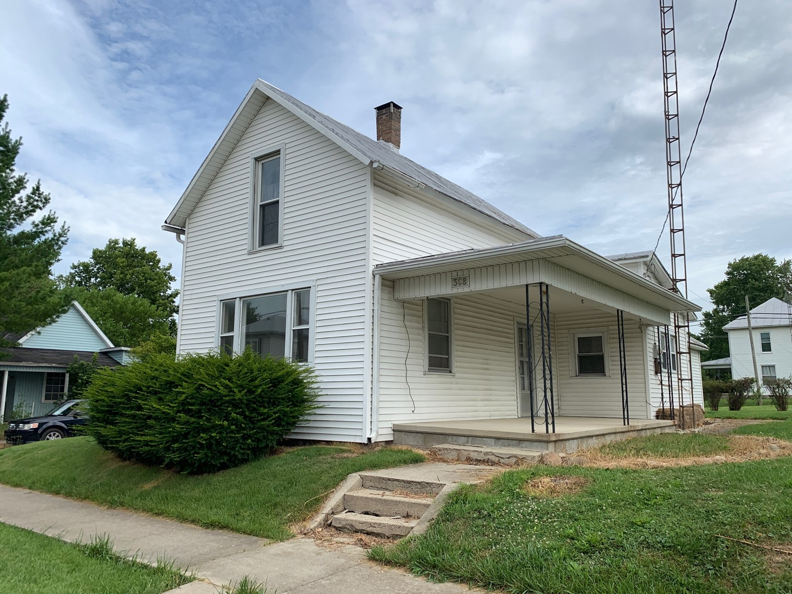 Home for Sale in Lynn, IN
