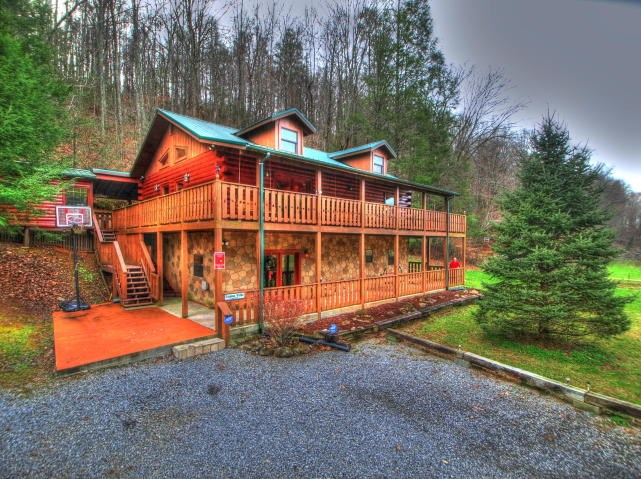 East Tennessee Log Home for Sale Cosby TN 37822 Cocke County
