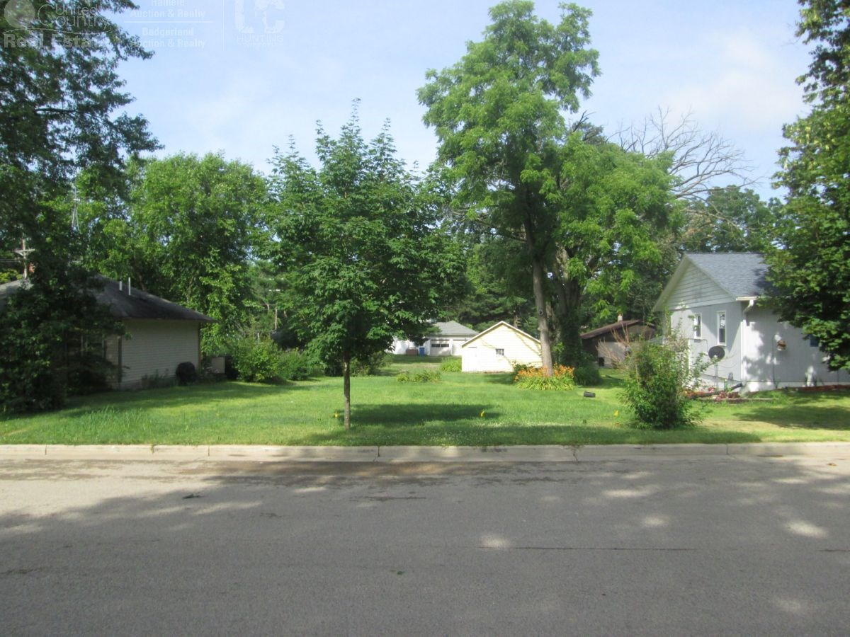 Buildable Lot in Wis Dells with 2 Car Garage