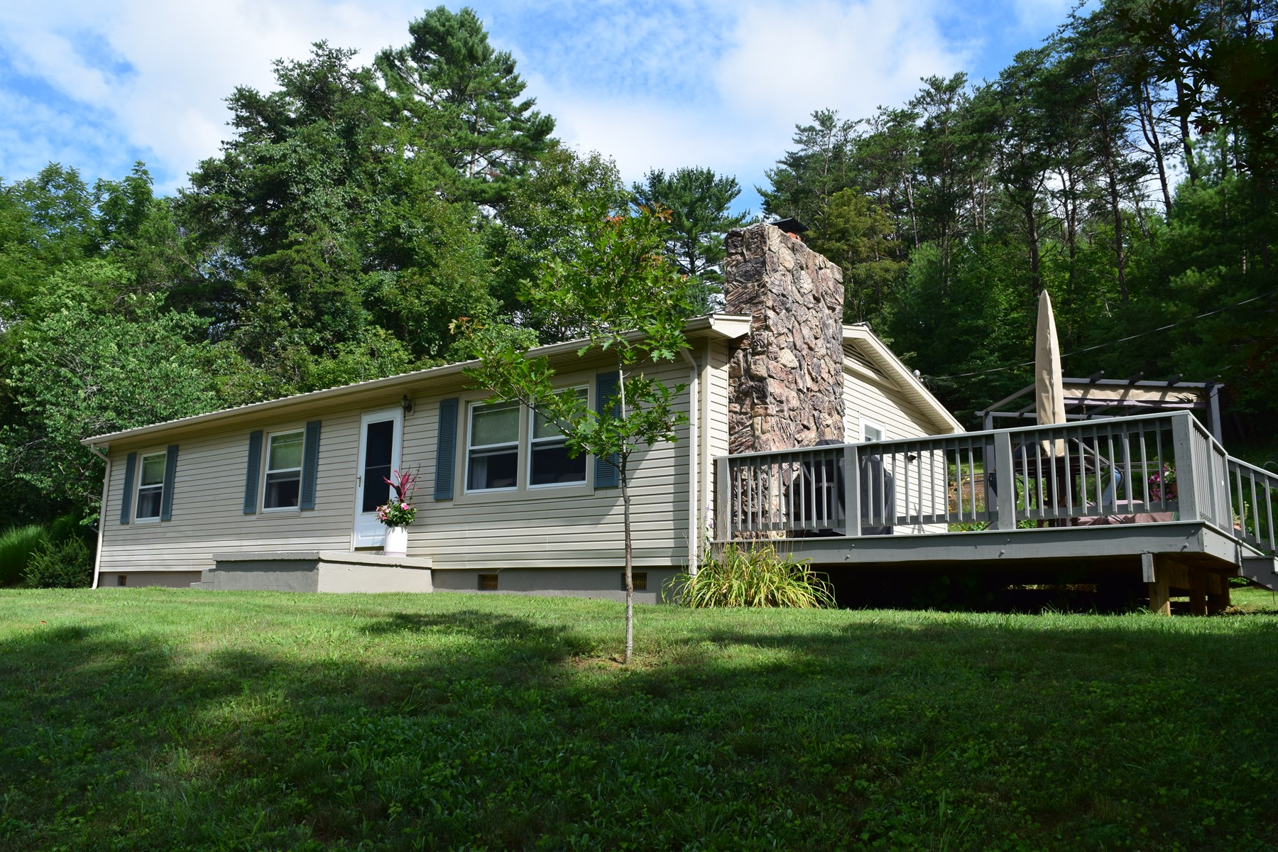 Country home in Floyd for Sale!