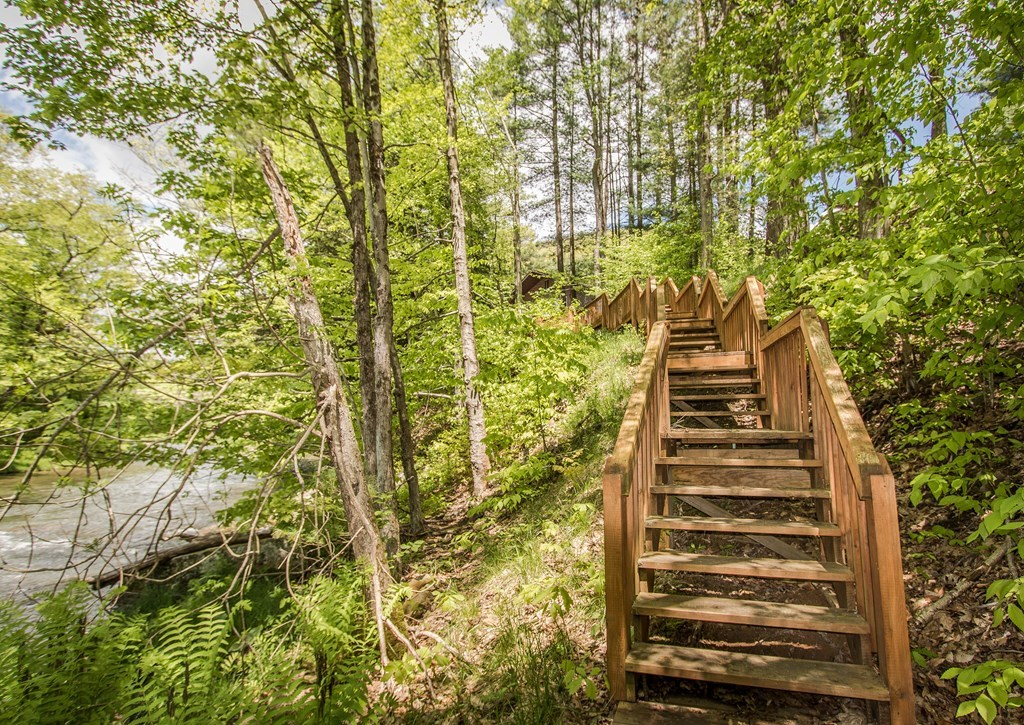 Private staircase to Pine Creek