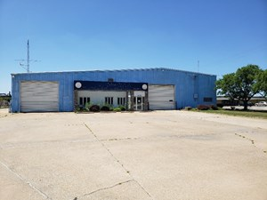 COMMERCIAL BUILDING FOR SALE IN SOUTHEAST IA