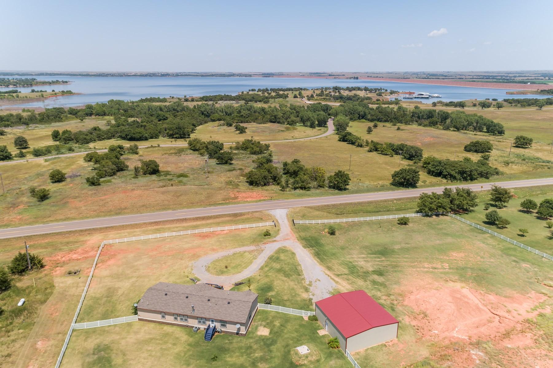 Lake view property, 4 bed-2 bath, 2150 sq.ft., 40X40 Shop