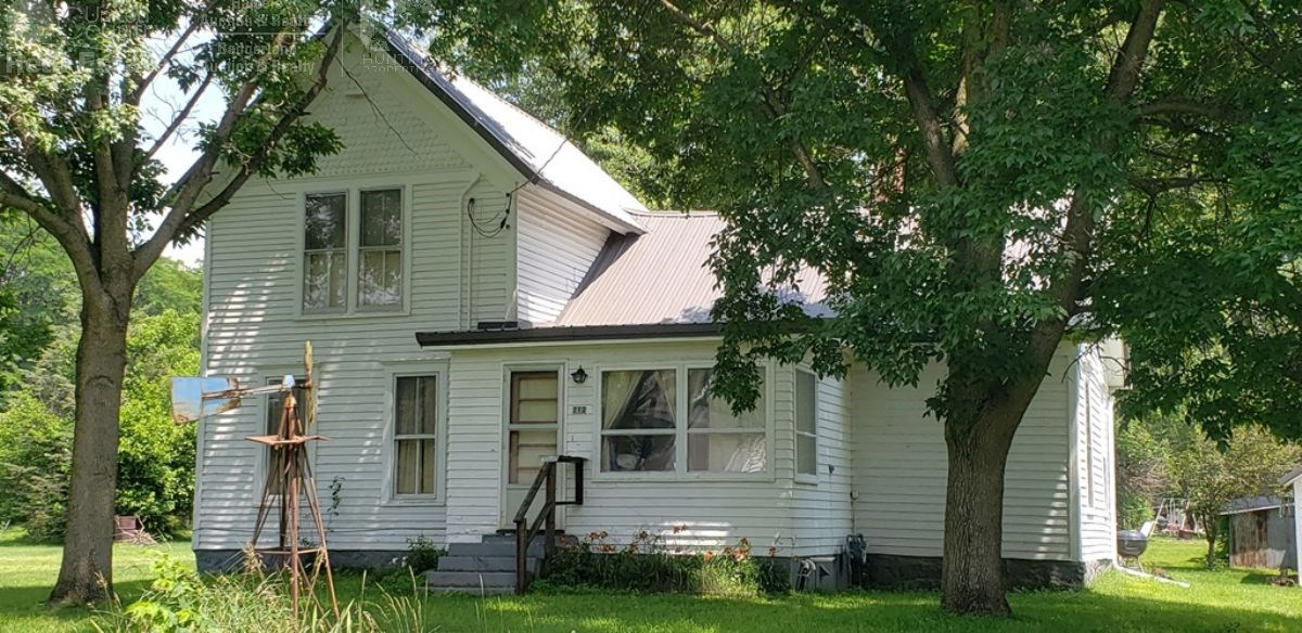 Two Story Home on large Corner Lot in the Village of Sextonv