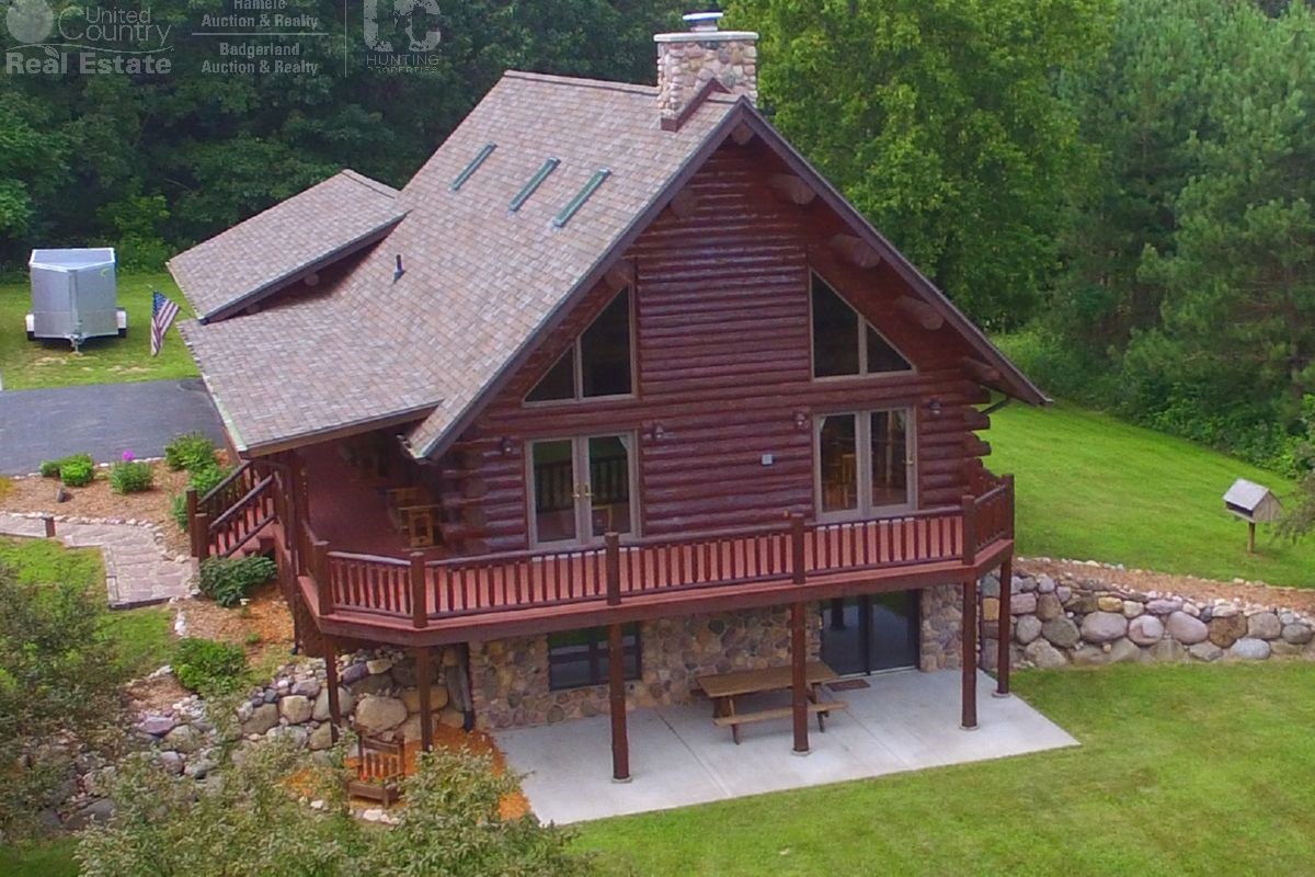 Log Home with Prime Hunting in Marquette County