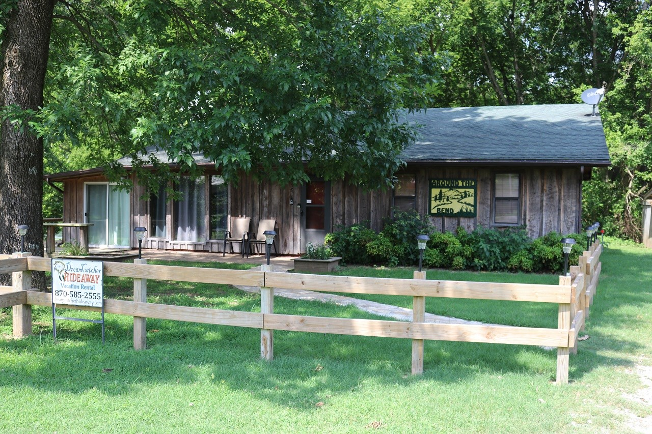 CABIN FOR SALE ON THE WHITE RIVER NEAR MOUNTAIN VIEW, AR
