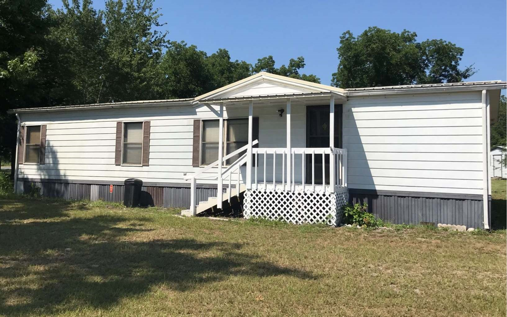 Very well maintained Manufactured home!