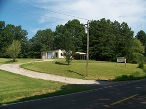 COMMERCIAL PROPERTY FOR SALE NEAR ADAMSVILLE, TN