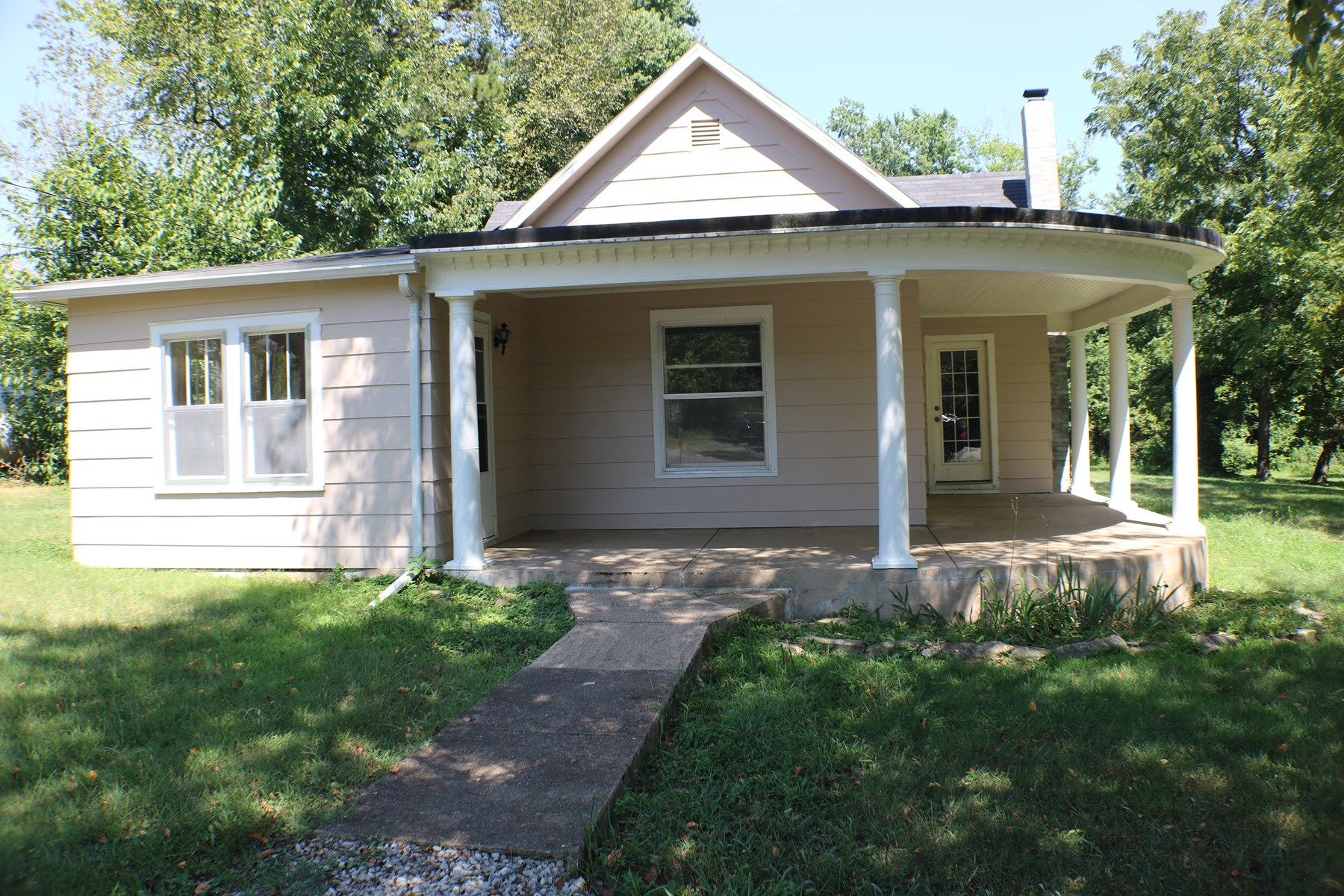 Updated home on a huge lot in Ava Mo!