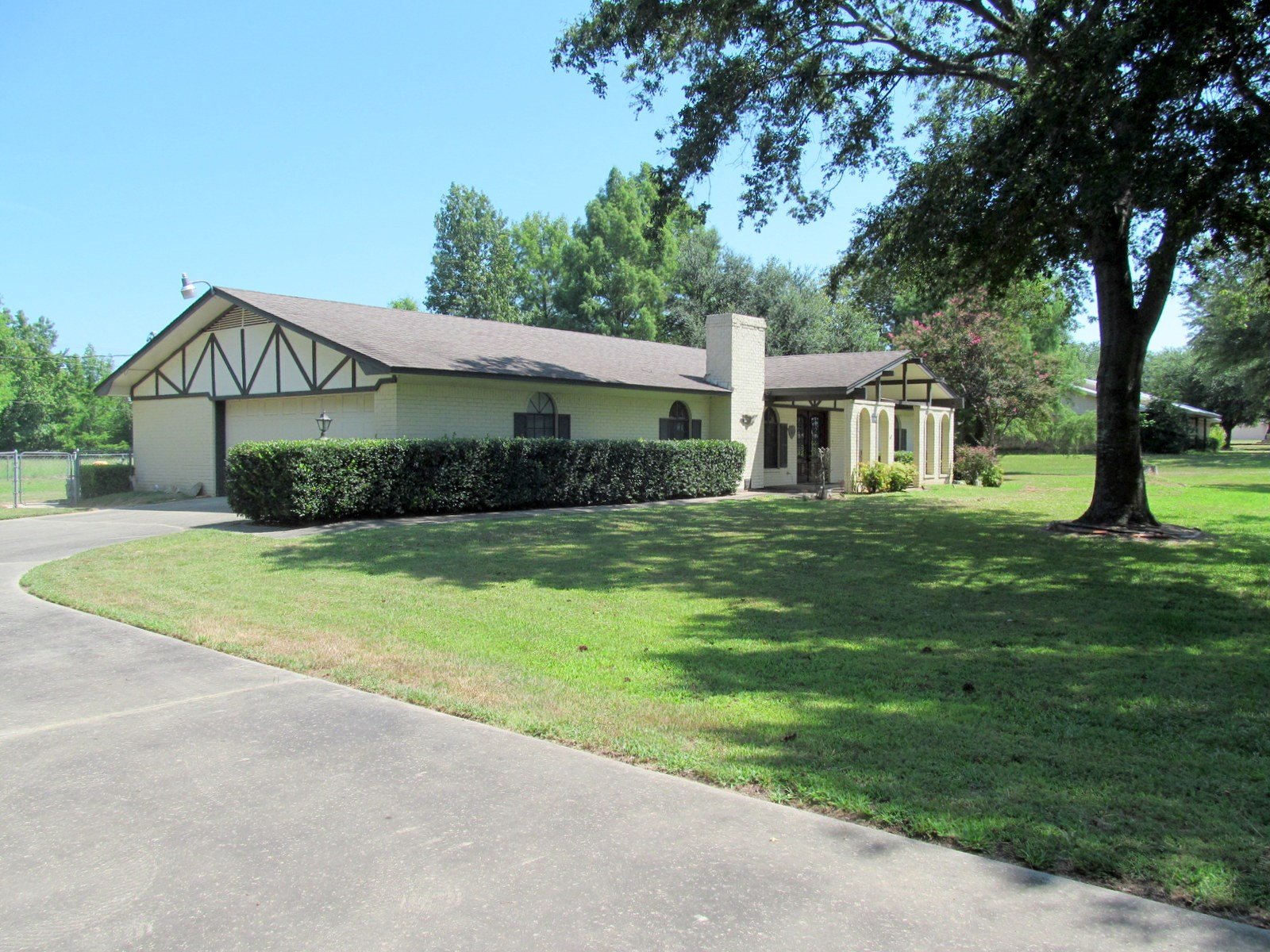 PERFECTLY PLACED HOME IN WINNSBORO - WOOD COUNTY, TEXAS