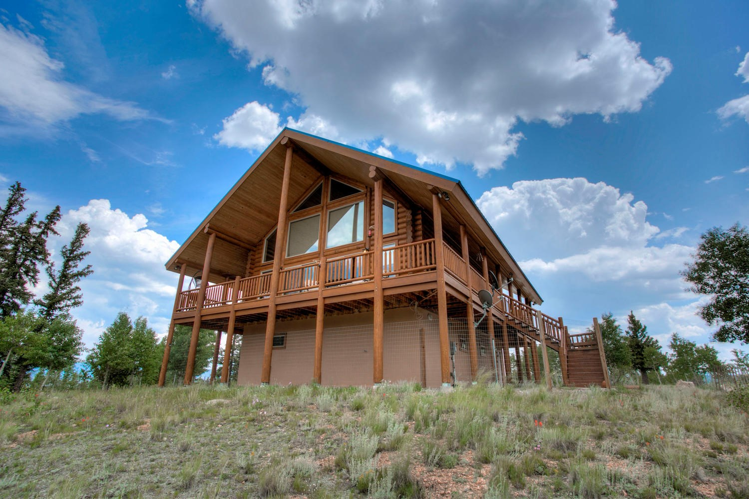 Stunning log mountain home 360 degree views and private !