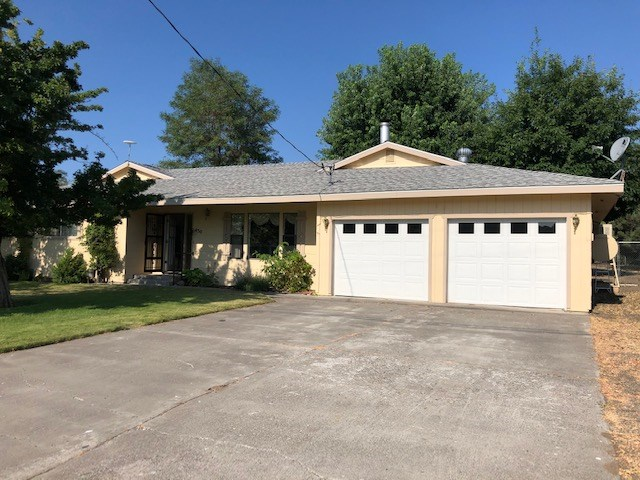 Spacious 3bed/2 bath 2286 Sq. ft home on approx.. ½ acre