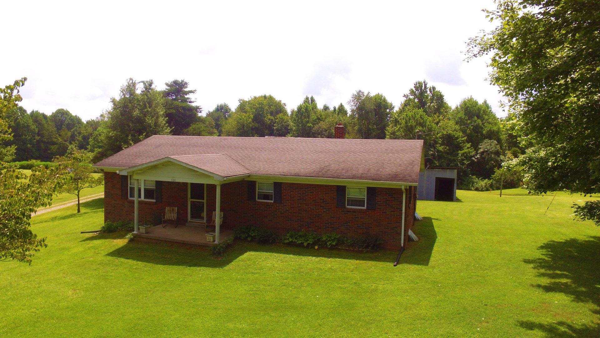 BRICK HOME-BASEMENT-3 ACRES-EQUIPMENT SHED-CASEY CO. KY.