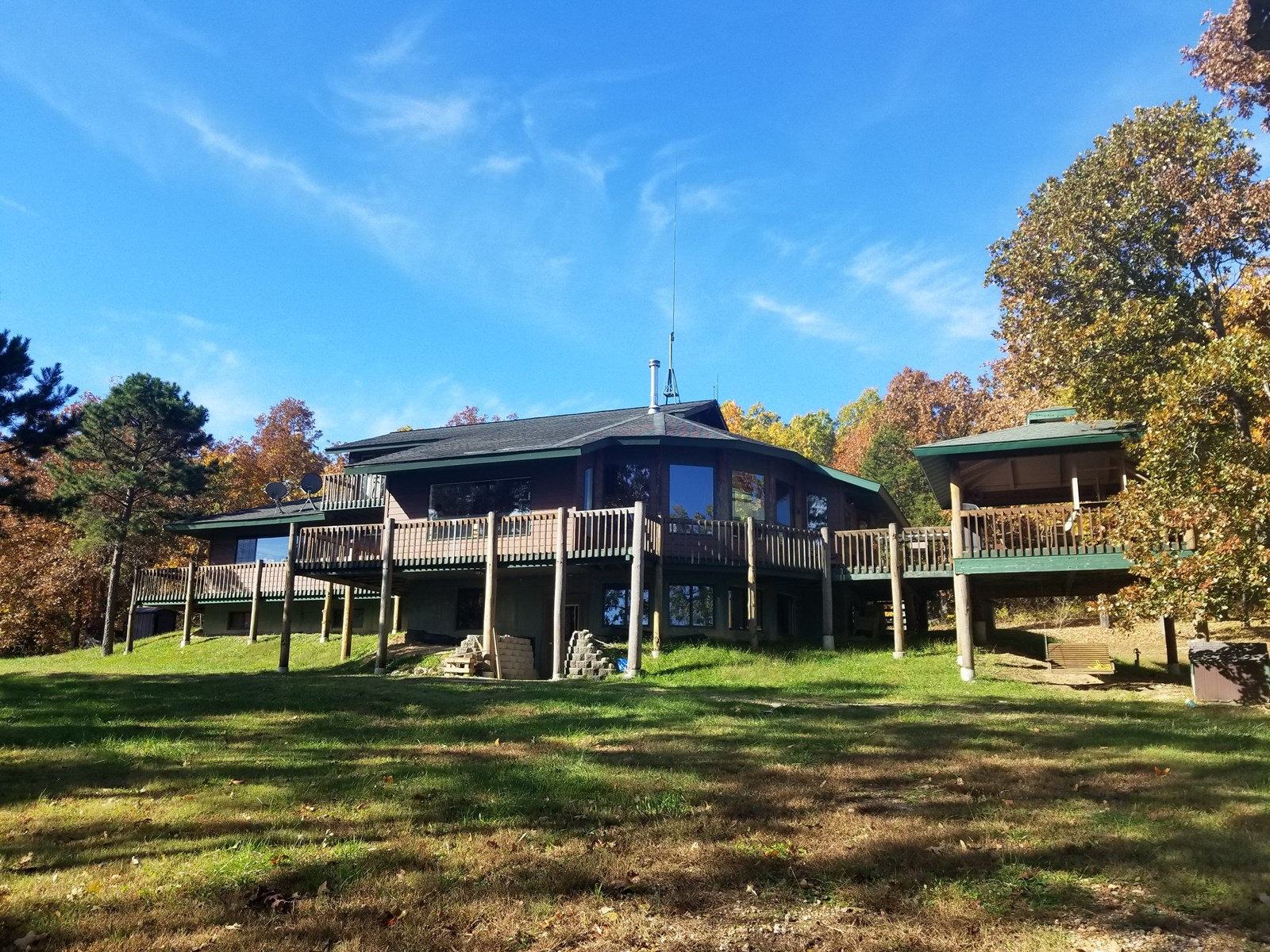 Private Lodge-Style Home, Retreat, or Farm Missouri Ozarks