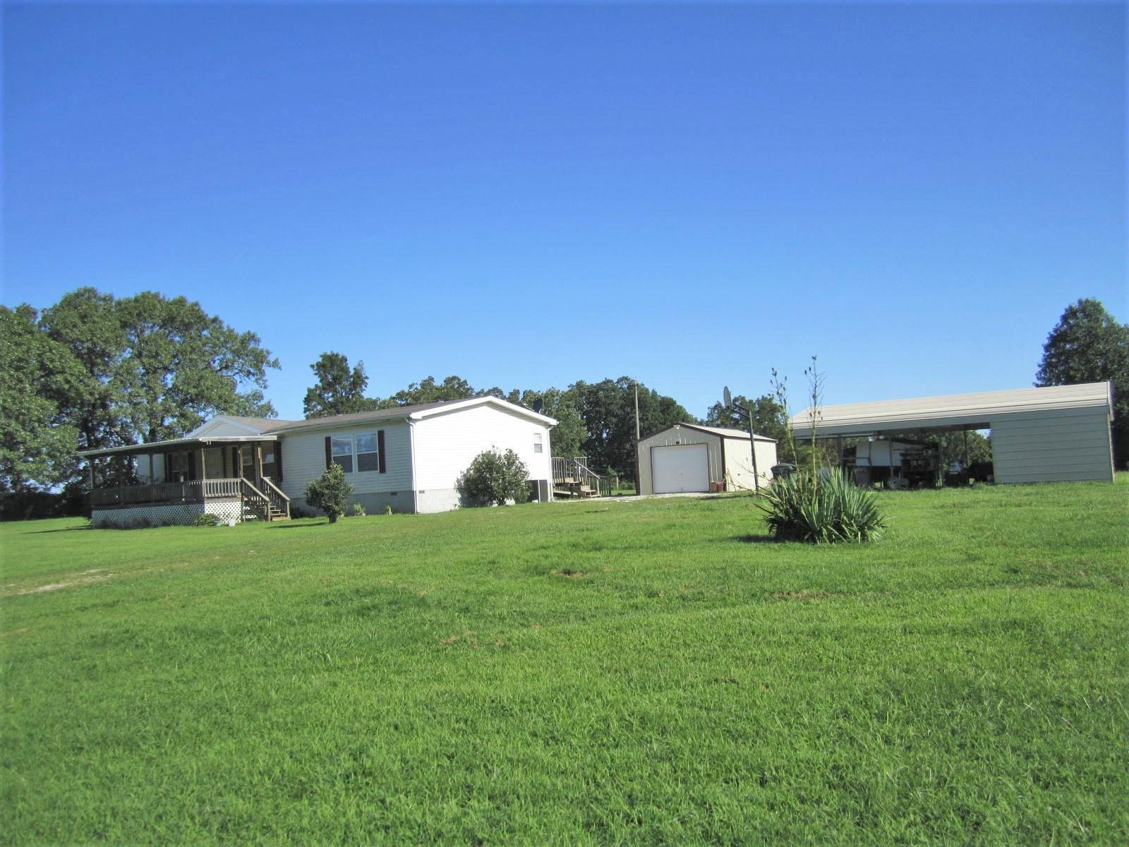 Home on Acreage for Sale in Dallas County MO