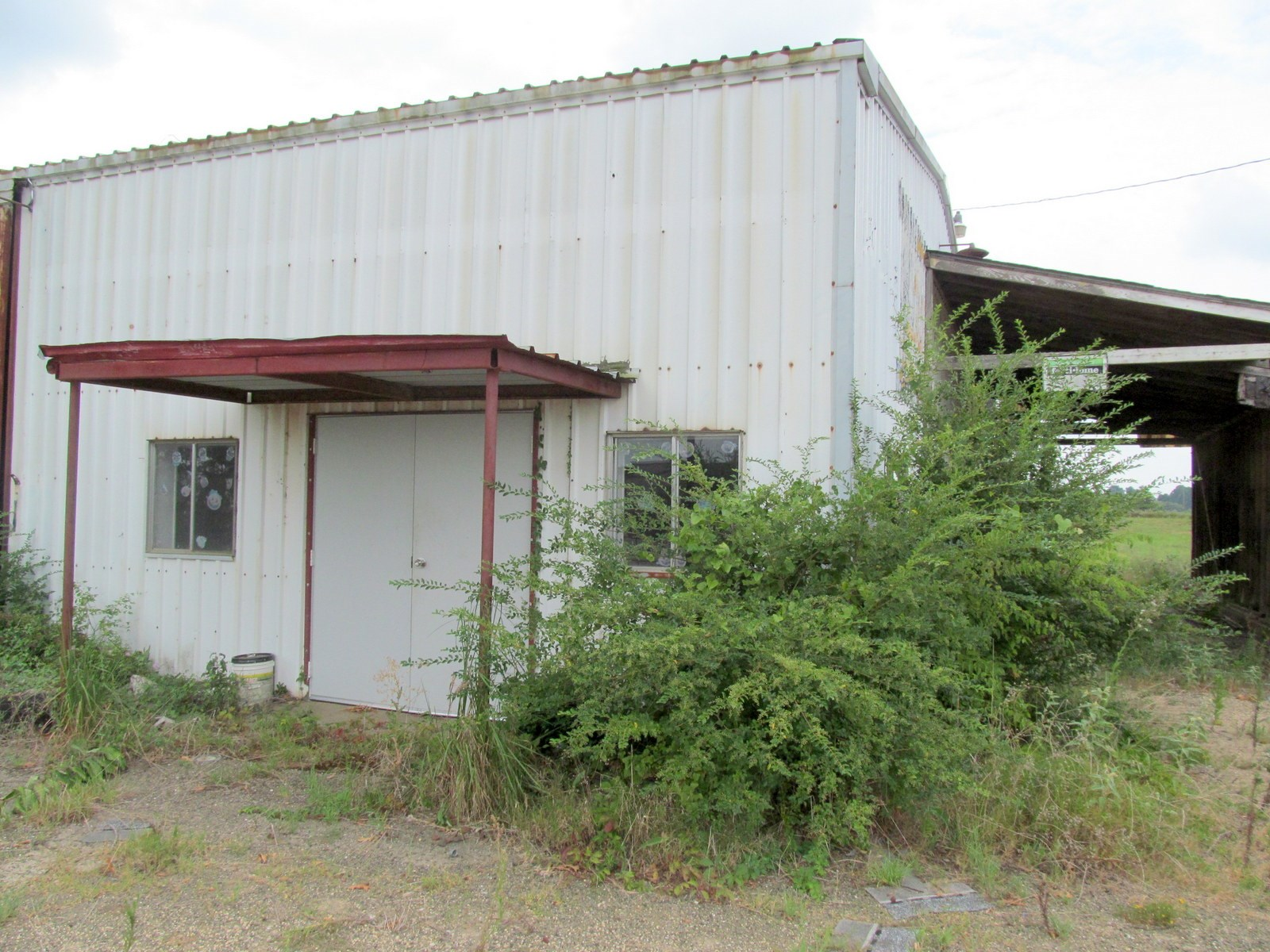 COMMERCIAL BUILDING - OLD FEED STORE - WINNSBORO, TEXAS