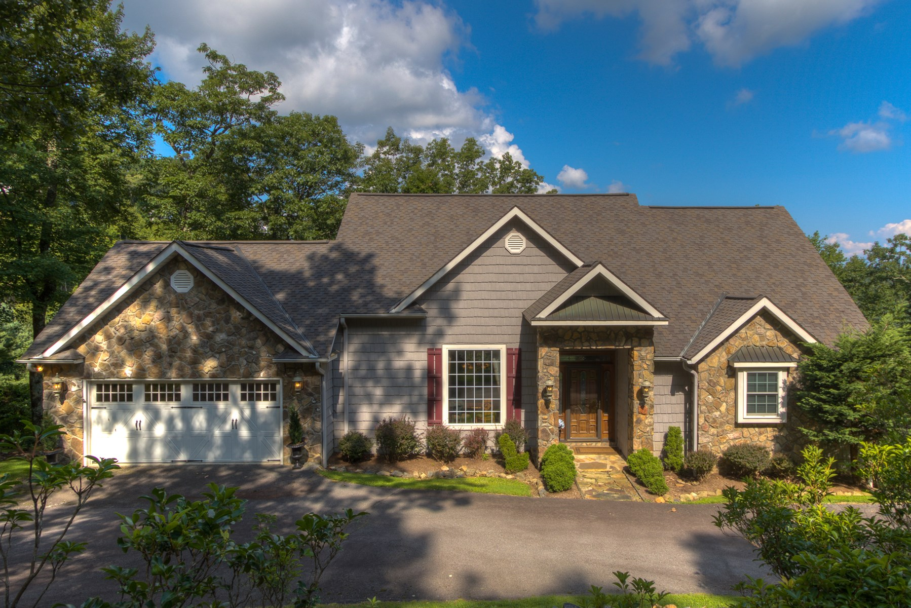 Beautiful Home in Gated Community !