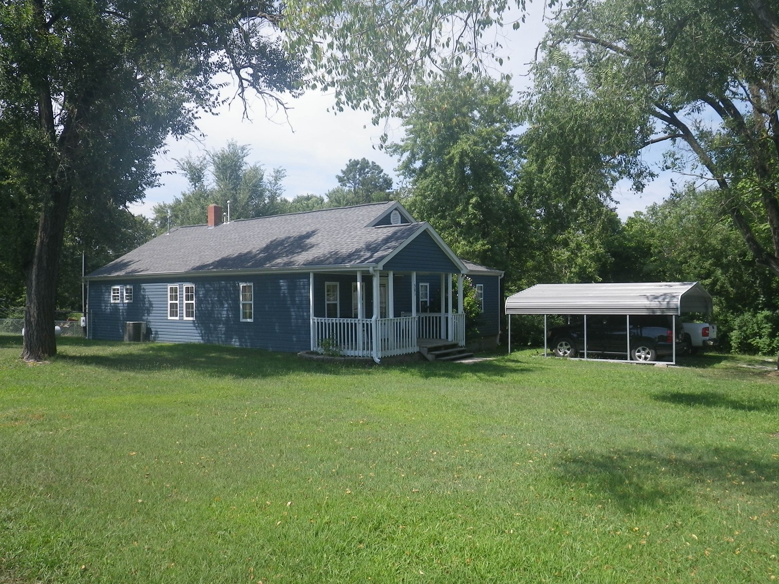 Spacious House in Town for Sale in South Central Missouri
