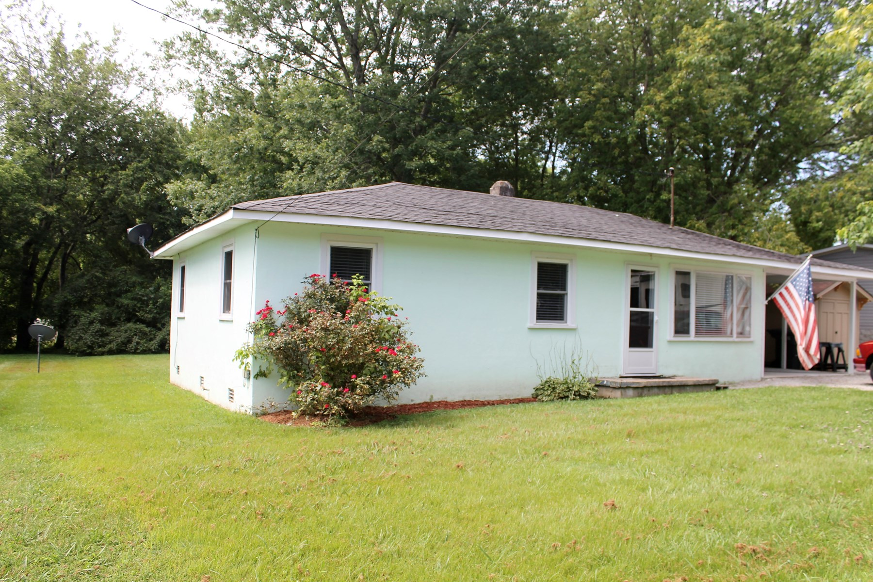 Move in ready! Ranch with carport, in Hohenwald, TN