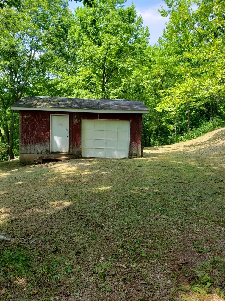 24.18 PRIVATE ACRES M/L, ALL UTILITIES IN PLACE,ROANE COUNTY
