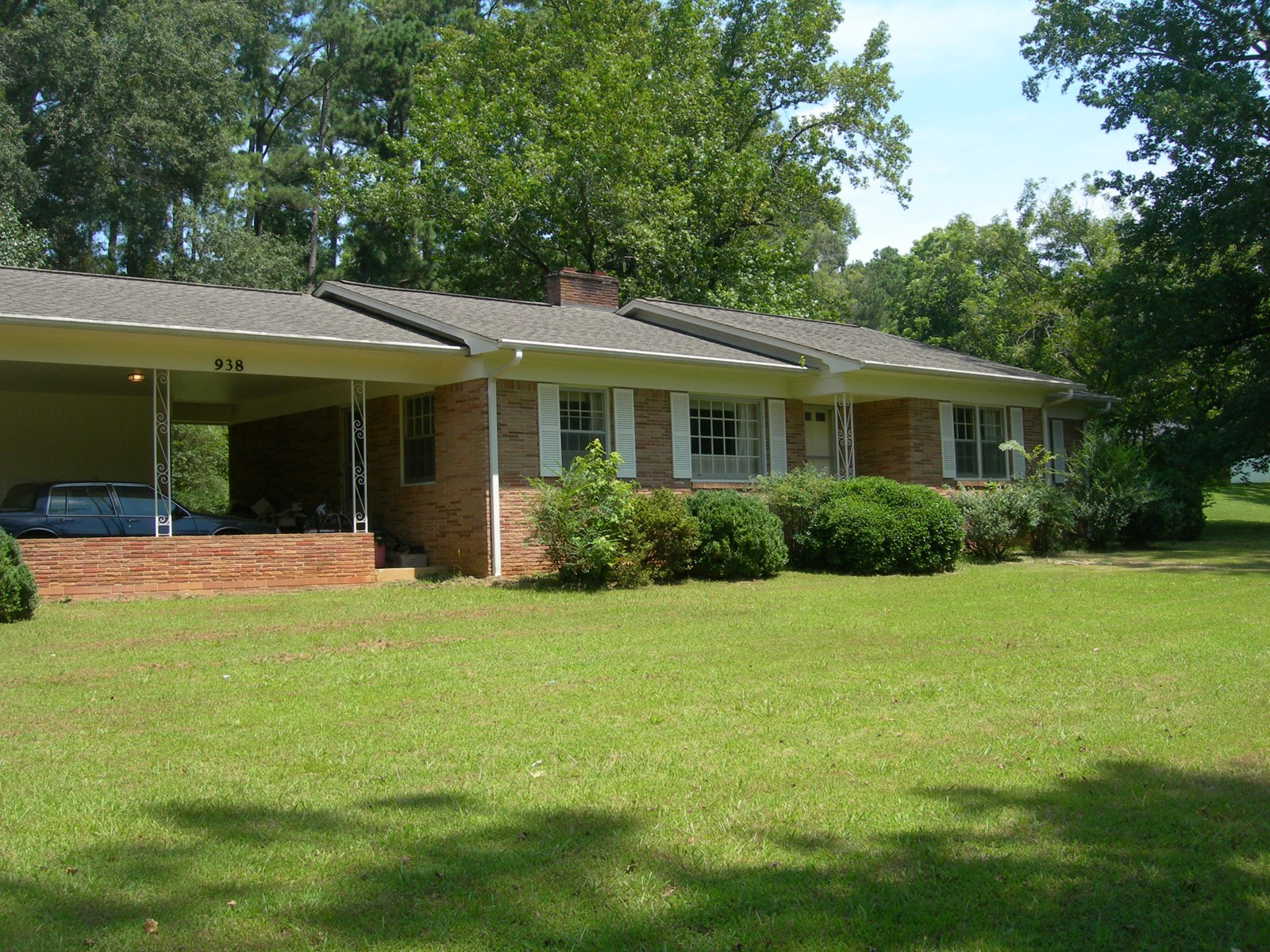 3 BEDROOM HOME FOR SALE IN SELMER TN