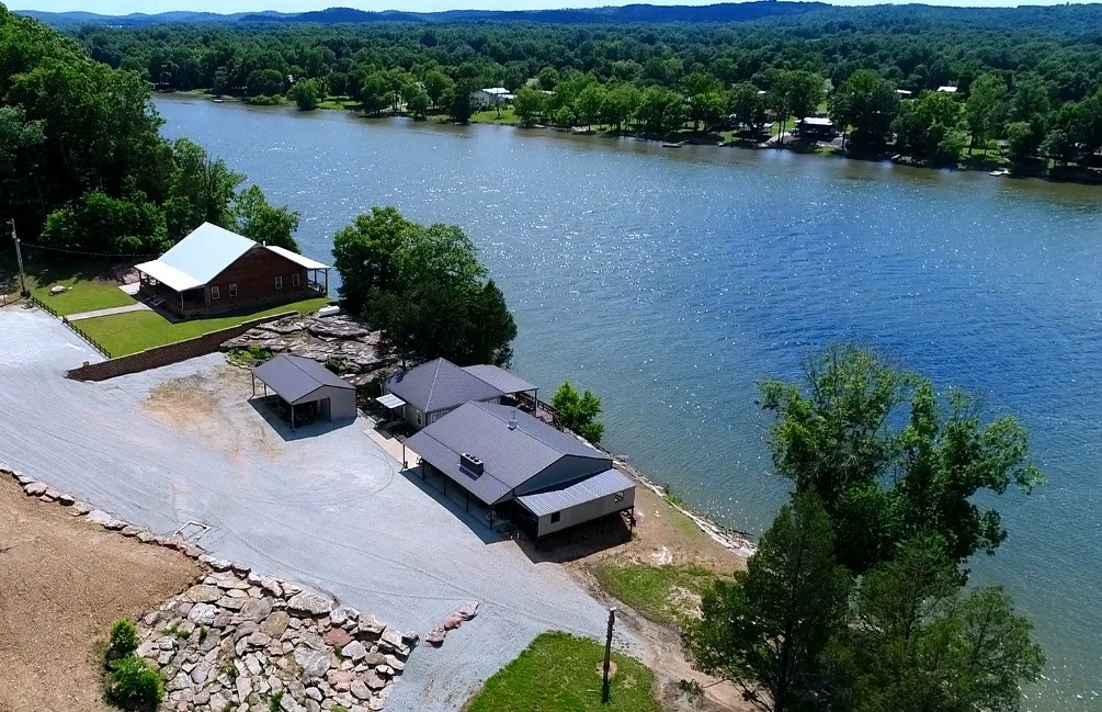 Recreational Riverfront Ranch For Sale in Perry County, TN