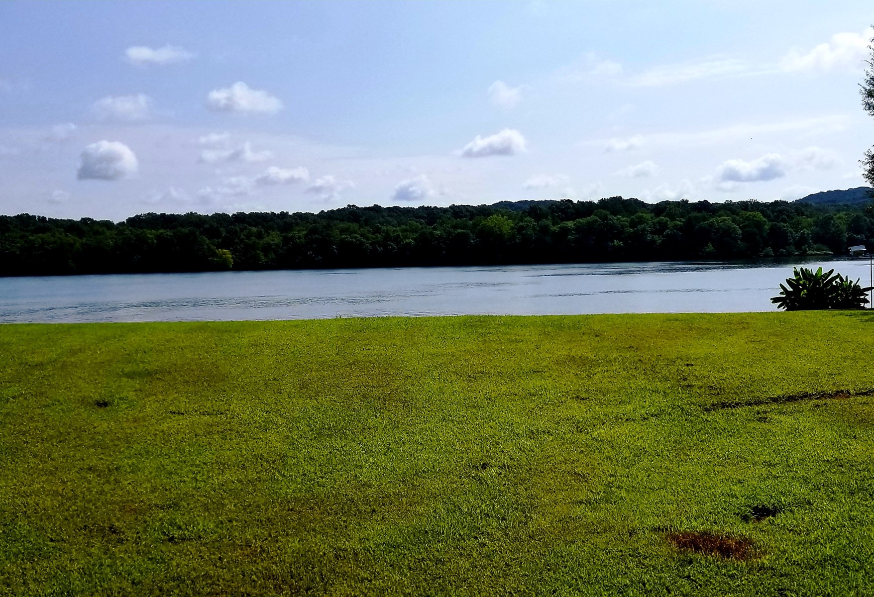 Waterfront Building Lot in Gated Community on TN River
