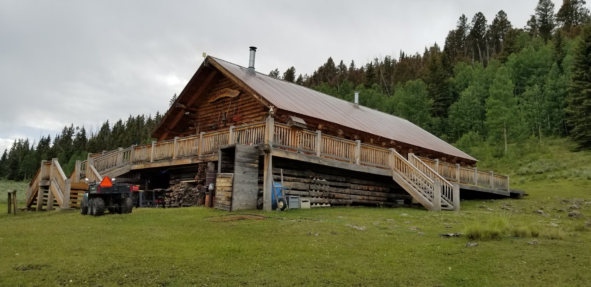 Fantastic 3 Bed /2 Bath Log Cabin on 35+ Acres in Colorado