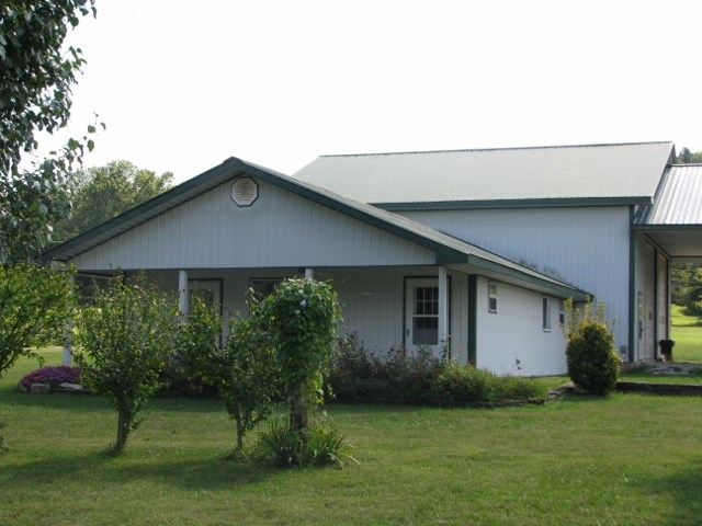 CUSTOM 3 BED/1.5 BATH HOME W/ LARGE GARAGE NEAR EMINENCE, MO