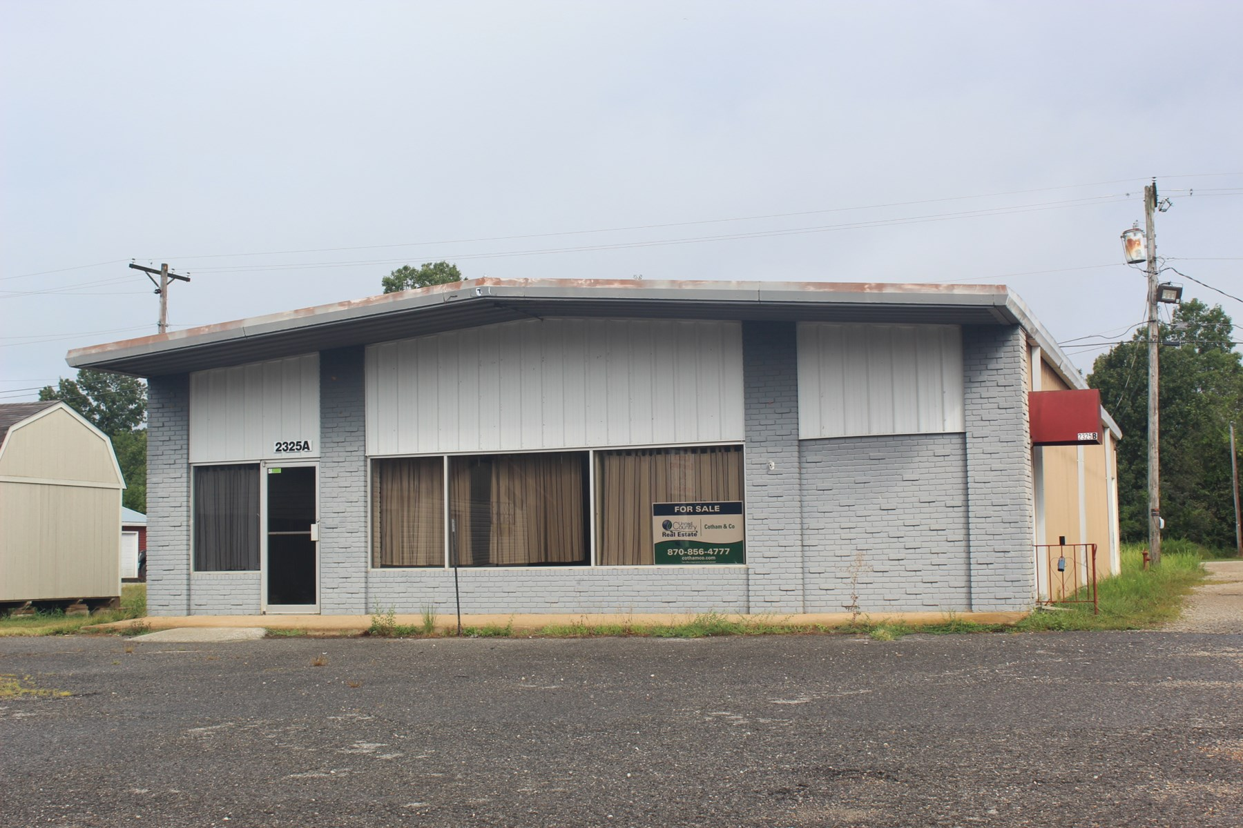 Commercial building under 100k for sale in Highland, AR